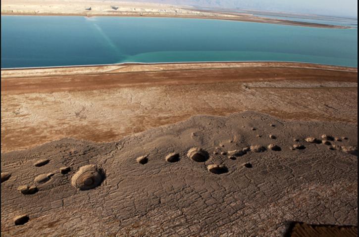 Image 2 of an actual tar pit